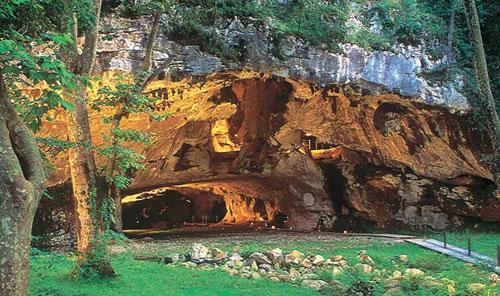 Découvrez la grotte de Sare