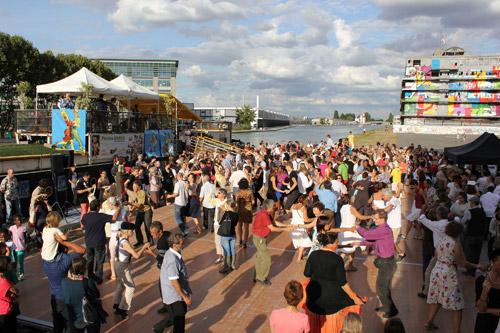 Partagez une soirée inoubliable lors d'un bal sur le canal de l'Ourcq !