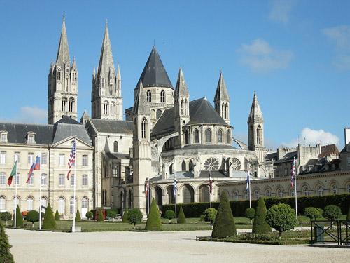 N'hésitez pas à visiter l'Abbaye aux Hommes