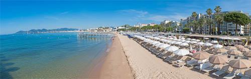 Moment détente sur une plage de Cannes