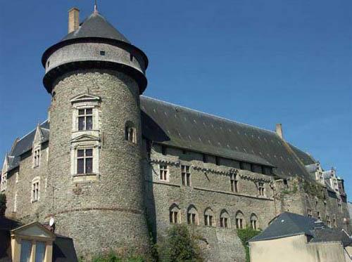 Découvrez le Château de Laval