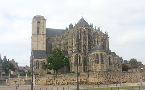 Rendez-vous devant la cathédrale Saint Julien