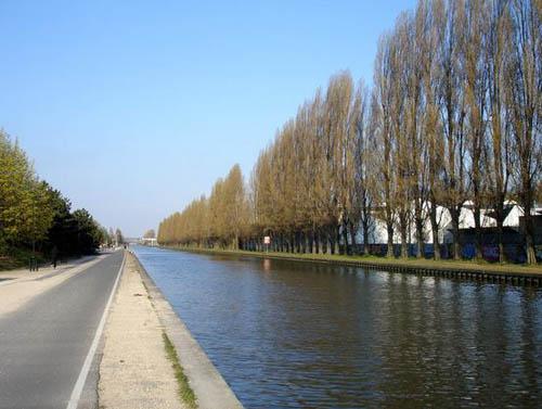 Promenade le long du Canal de l'Ourcq