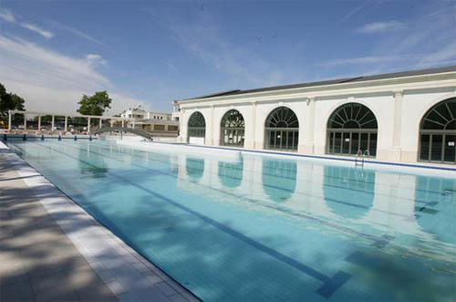Après-midi détente à la piscine