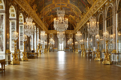 Laissez-vous subjuguer par la beauté de la Galerie des Glaces !